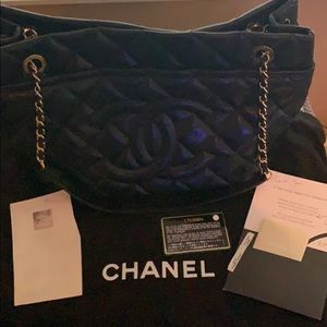 100% authentic Chanel black caviar grand shopper.